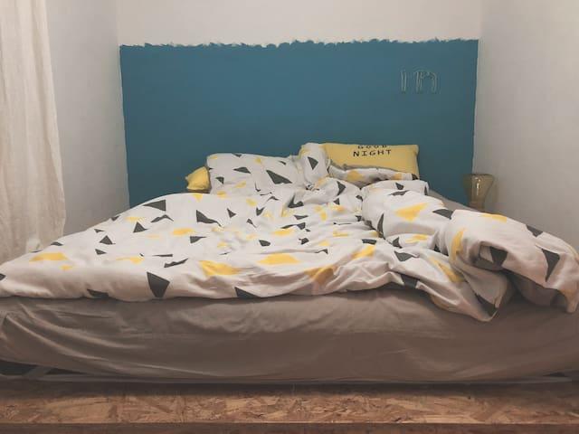 【空空樊也】市中心近西湖文化广场 女后期设计师和猫的家次卧一居室