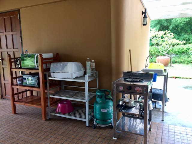 Outdoor kitchen corner