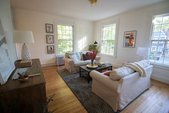 Boutique 2BR w view of Charles River; min to BOS