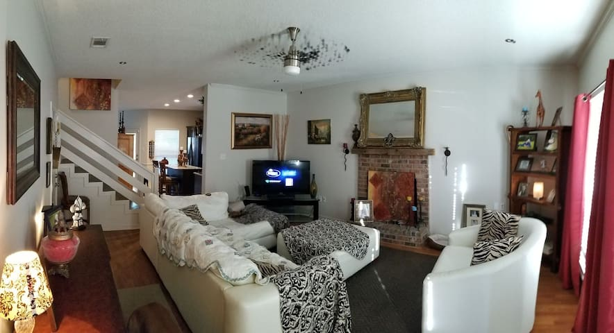 Comfy Cozy, by Karen & Roy! Private 2 Bdrm Retreat