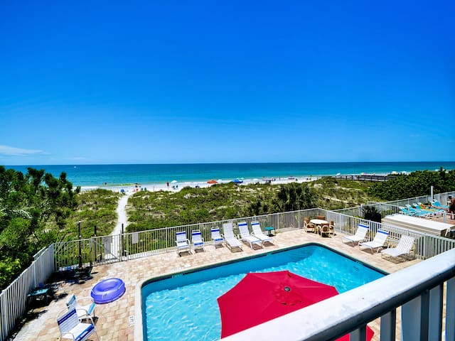 Beachside Hideout K Charming Beachfront Condo with Ocean View