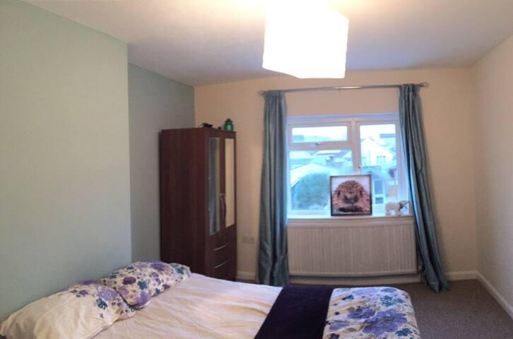 Nice Room in Nice Neighborhood!