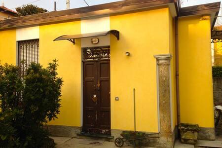 La Casetta gialla - Tradate - Talo