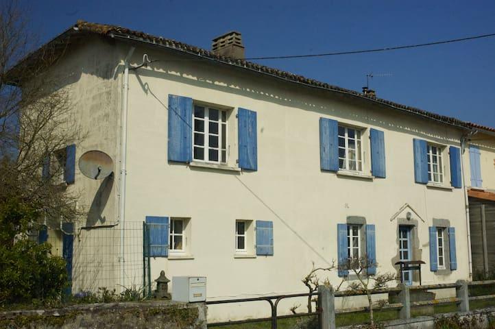 Maison Noisette - Moncoutant - Oda + Kahvaltı