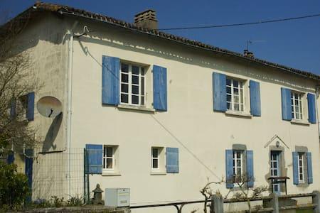 Maison Noisette - Moncoutant - Aamiaismajoitus