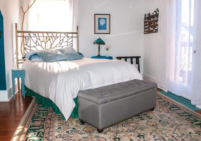 Lovely Private En-Suite Bedroom & Veranda