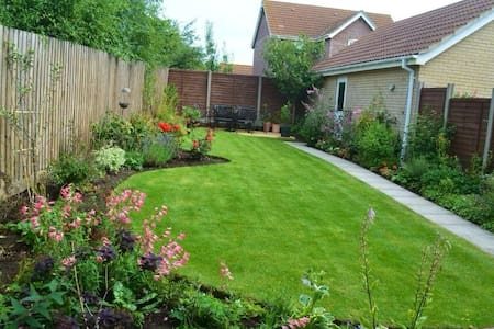 Comfortable, two bedroom house close to Ely. - Sutton - Casa
