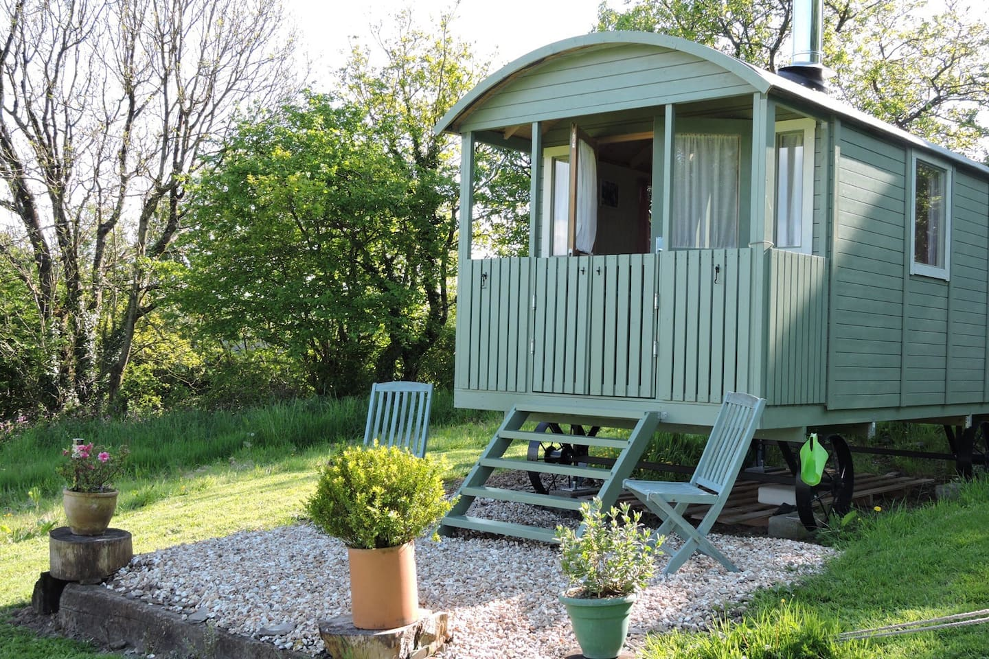 Shepherds hut on a lovely sunny afternoon !