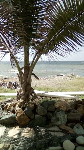 Villa de Breeze  ocean front cottage