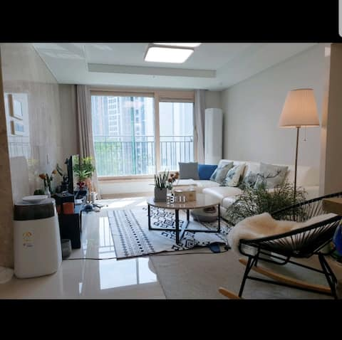 [촬영문의만 받습니다]홍대/상암/은평 최고급 22평 아파트 촬영만 채팅주세요