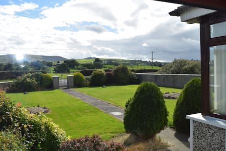 Meelview Farmhouse - Double Room - Cabra - Guesthouse