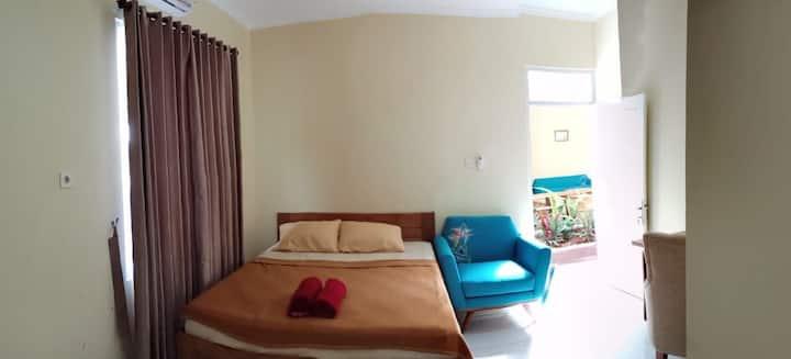 Kamar Cantik di Rumah Baca KopiCokelat Semarang