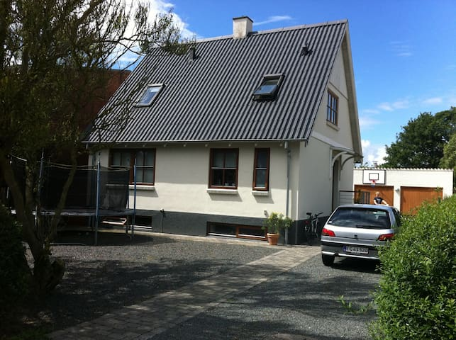 Charming and great location ️ - Hedensted - House