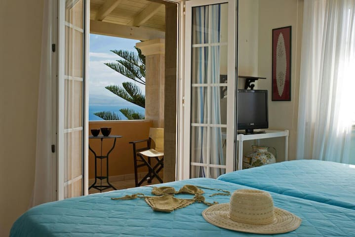 Twin bedroom with sea view and private balcony