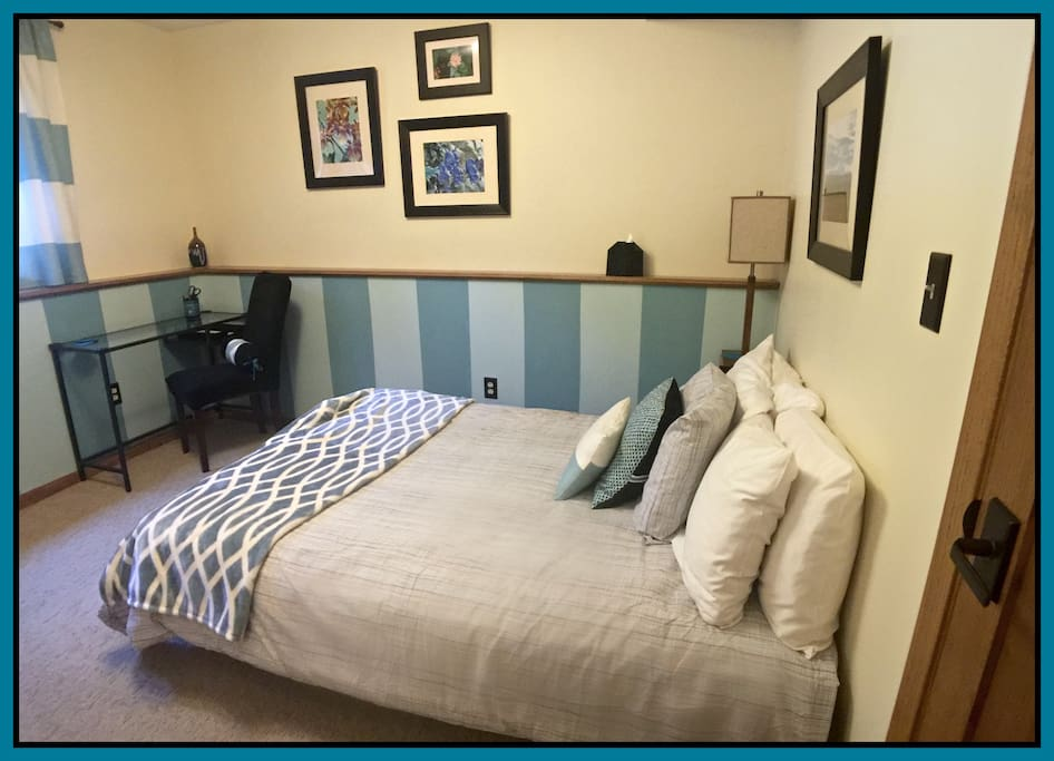 "Private 2nd bedroom -- full/double bed, closet and drawer space, desk, mirror.  ..... ""Best Airbnb stay yet! Marie is an incredible host - all 4 spaces (2 bedrooms, living area and bathroom) are beautifully done and breakfast was delicious.""-- Erika"