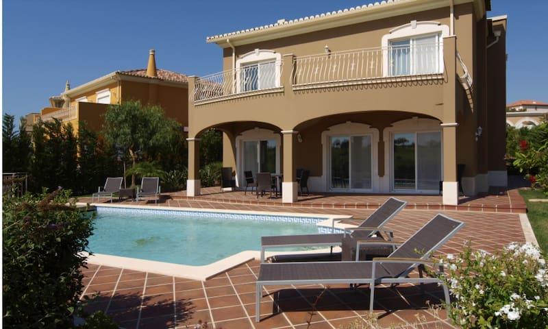 luxurious detached villa & pool, Boavista, Lagos