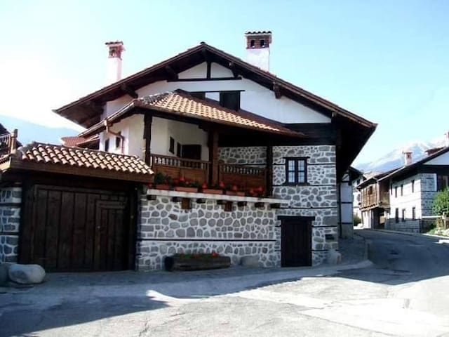 Zarkova House