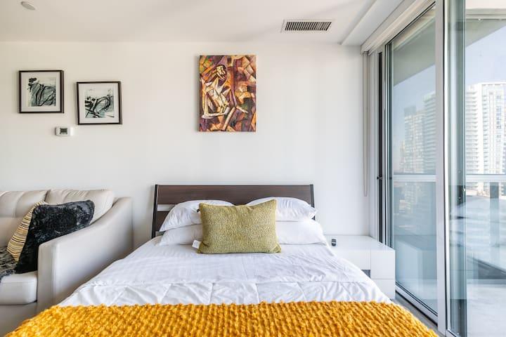 Luxury suite nearRogerCentr,CNtower,TIFF