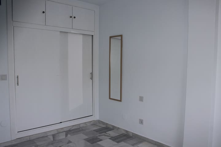 Dormitorio 1. Cama doble de 150cm.