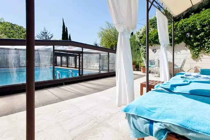 Villa with 6 bedrooms in Barbentane, with private pool, enclosed garden and WiFi - 80 km from the beach