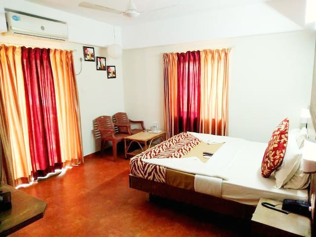 Yellow Kites Rooms very Close to Baga Beach VB