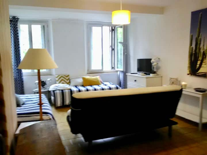 Grand studio 34m2 Toulon centre ville 4 places