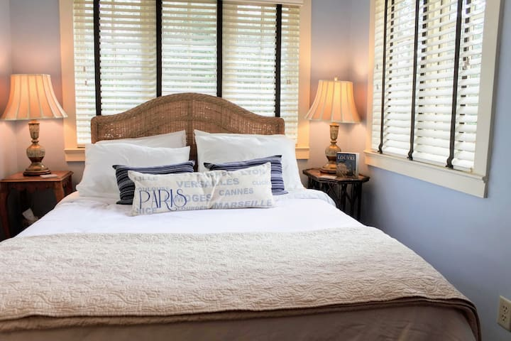 Angus's Room is in the back of the cottage & has a queen-size bed.