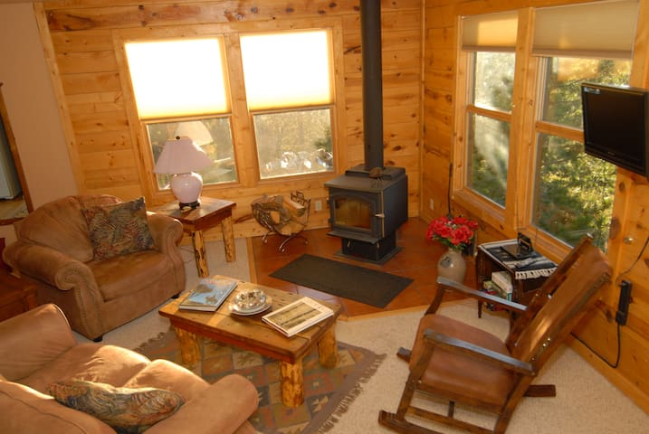 Wilderness Cabin on the Canyon - Secluded Lodging