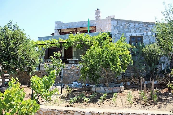 Dikaios Traditional Country House, Laconian Mani