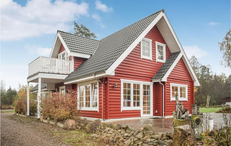 Holiday cottage with 3 bedrooms on 163m² in Ljungby