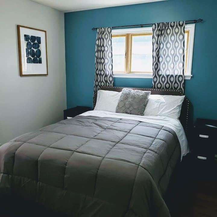 Minneapolis Charmer, Guest Suite 1 w Private Bath
