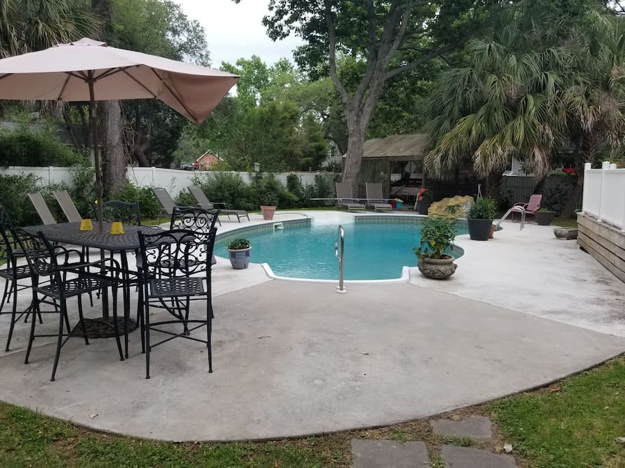 Loung and pool area
