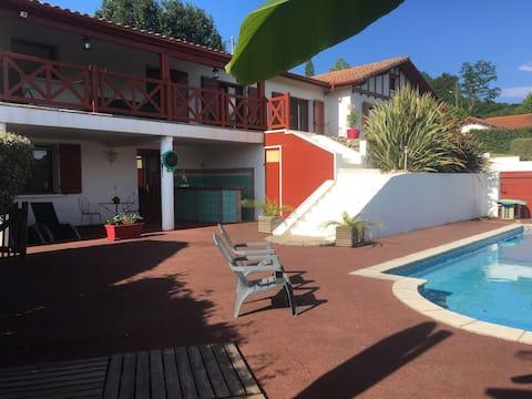 Apartament T2 60m2 cu piscină între mare și munte