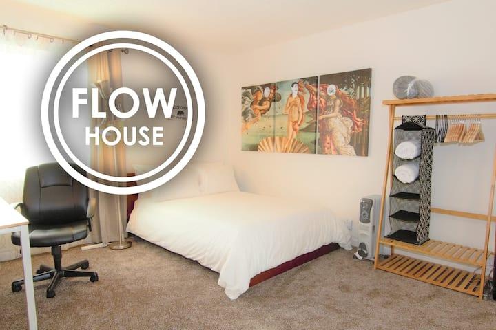 CLEAN SECLUDED BEDROOM | Pioneer's Pad