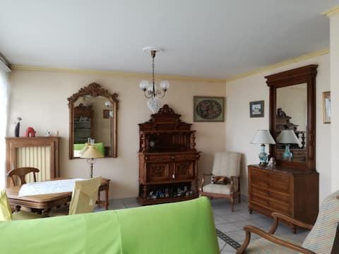 Appartement dans résidence privée.