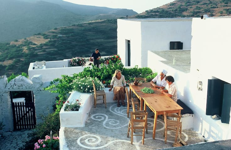 Traditional Greek Island House in the Cyclades - Aegiali - Rumah