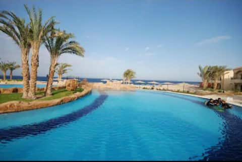 Serviced Suite, amazing Sea and Pool view, 2-4 p.