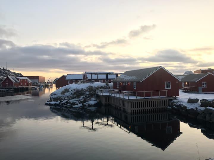 Ludvigbua A - Waterfront cabin, Stamsund