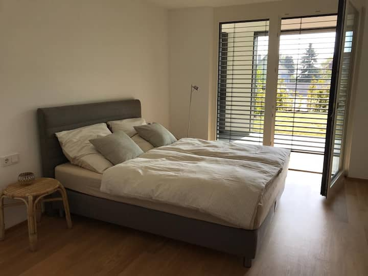 New apartment fully furnished @ the lake w/ garage
