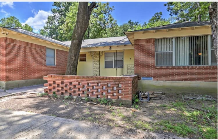RECENTLY UPDATED HOME NEAR DOWNTOWN DALLAS