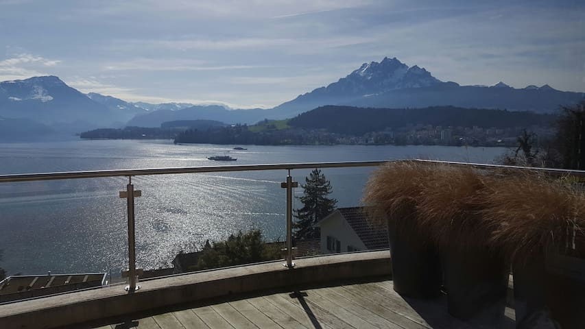 Enjoy the best view of the city incl. Pool & Sauna - Luzern - Apartment