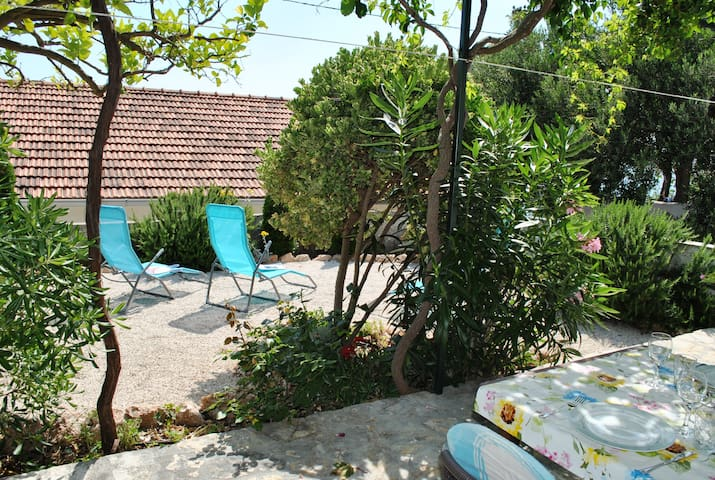 Charming Cottage + Garden 50m to Beach, Quiet Area - Bol - House