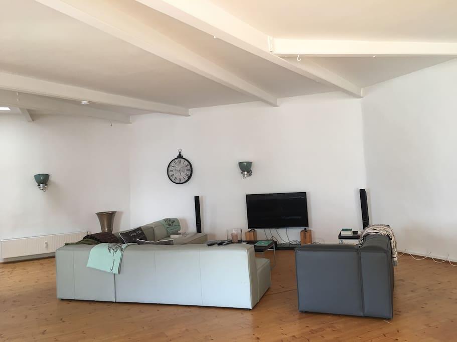 gro e loft wohnung in der city lofts zur miete in d sseldorf nordrhein westfalen deutschland. Black Bedroom Furniture Sets. Home Design Ideas