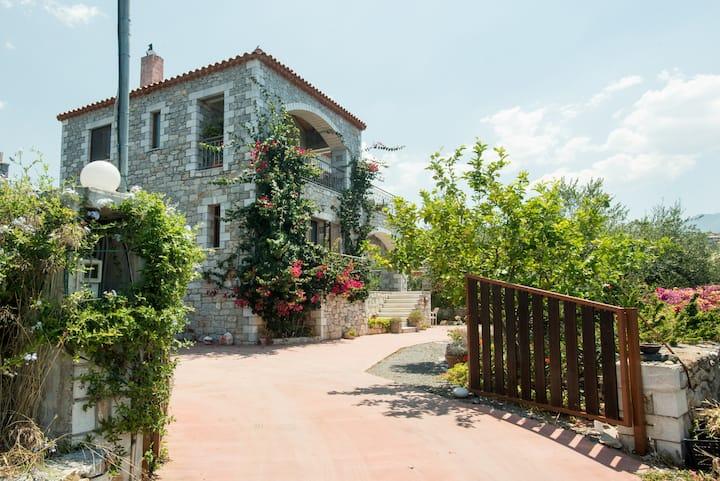 VILLA IOANNA Stone House with breathtaking view