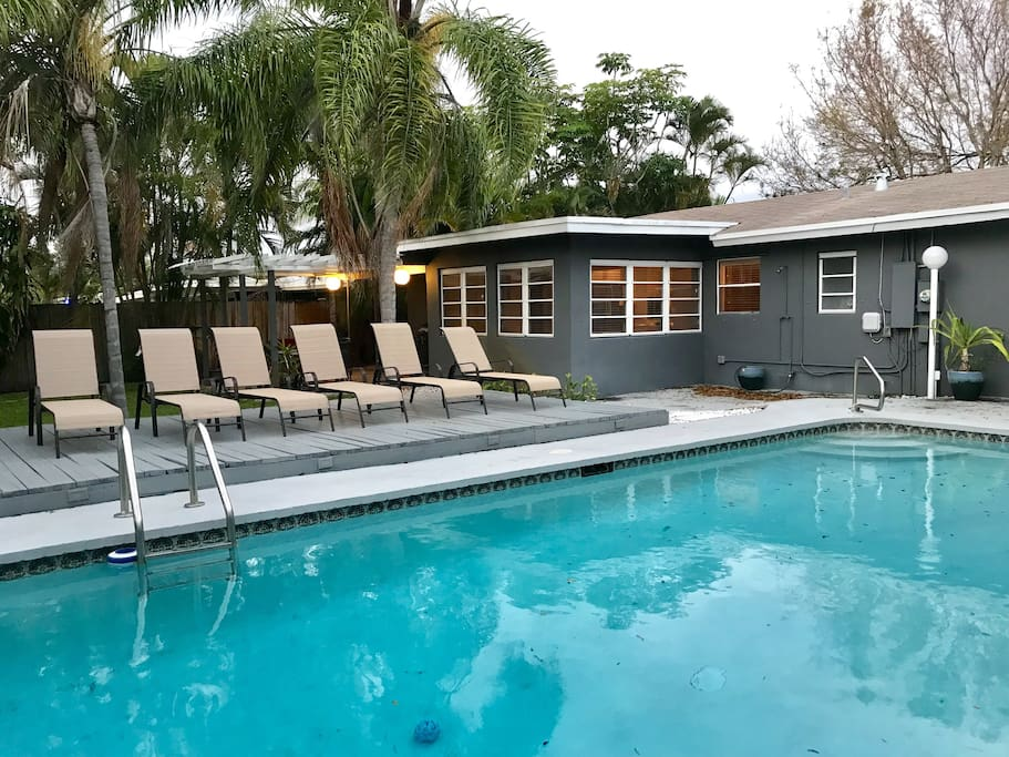 Fabulous heated pool with new lounge chairs. Resort towels provided.