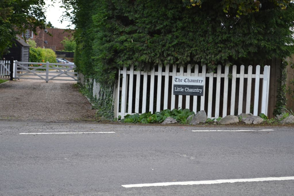 Entrance picket fence from Lake End Road