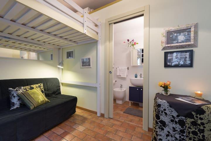 Intimate and cozy Florentine nest