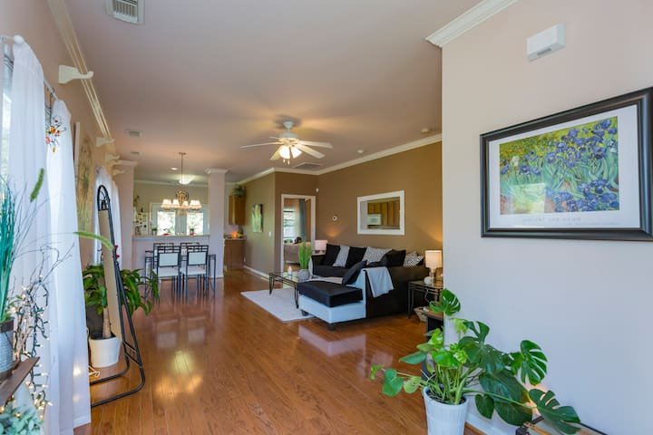Sunny/Private Lake View Room in Modern Townhome - Nashville