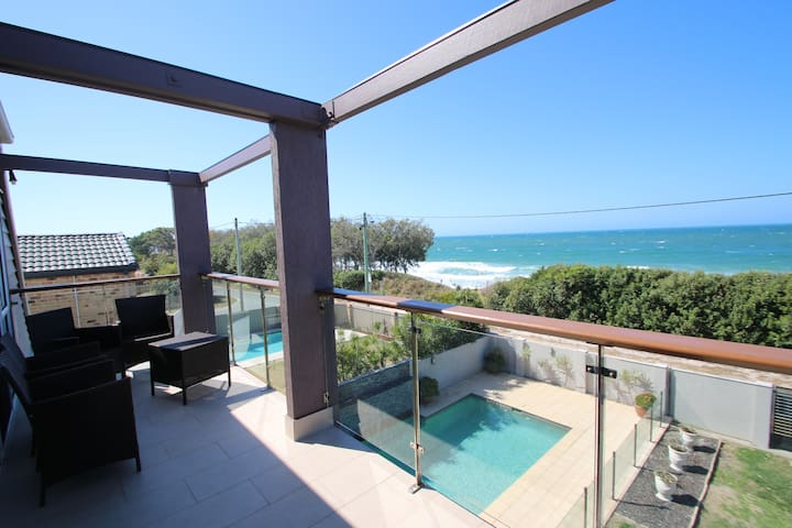 BEACH FRONT HOUSE WITH POOL!