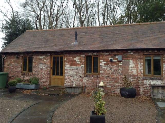 Tupsley Cottage in a semi rural location - Kidderminster